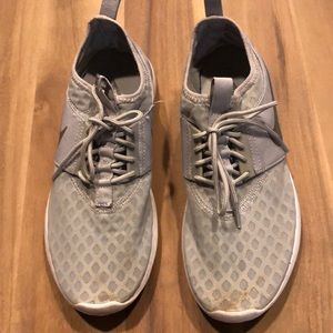 Nike tennis shoes size 10